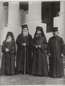 Pr. Arsenie Papacioc (al 2-lea din dreapta)