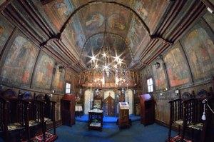 Interiorul bisericutei