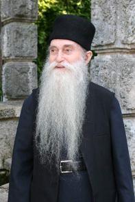 Pr. Arsenie-la izvorul Sfântului Pantelimon