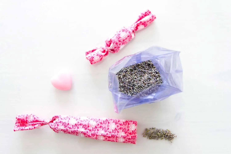 diy sachets de lavande bonbons pour son armoire manayin. Black Bedroom Furniture Sets. Home Design Ideas