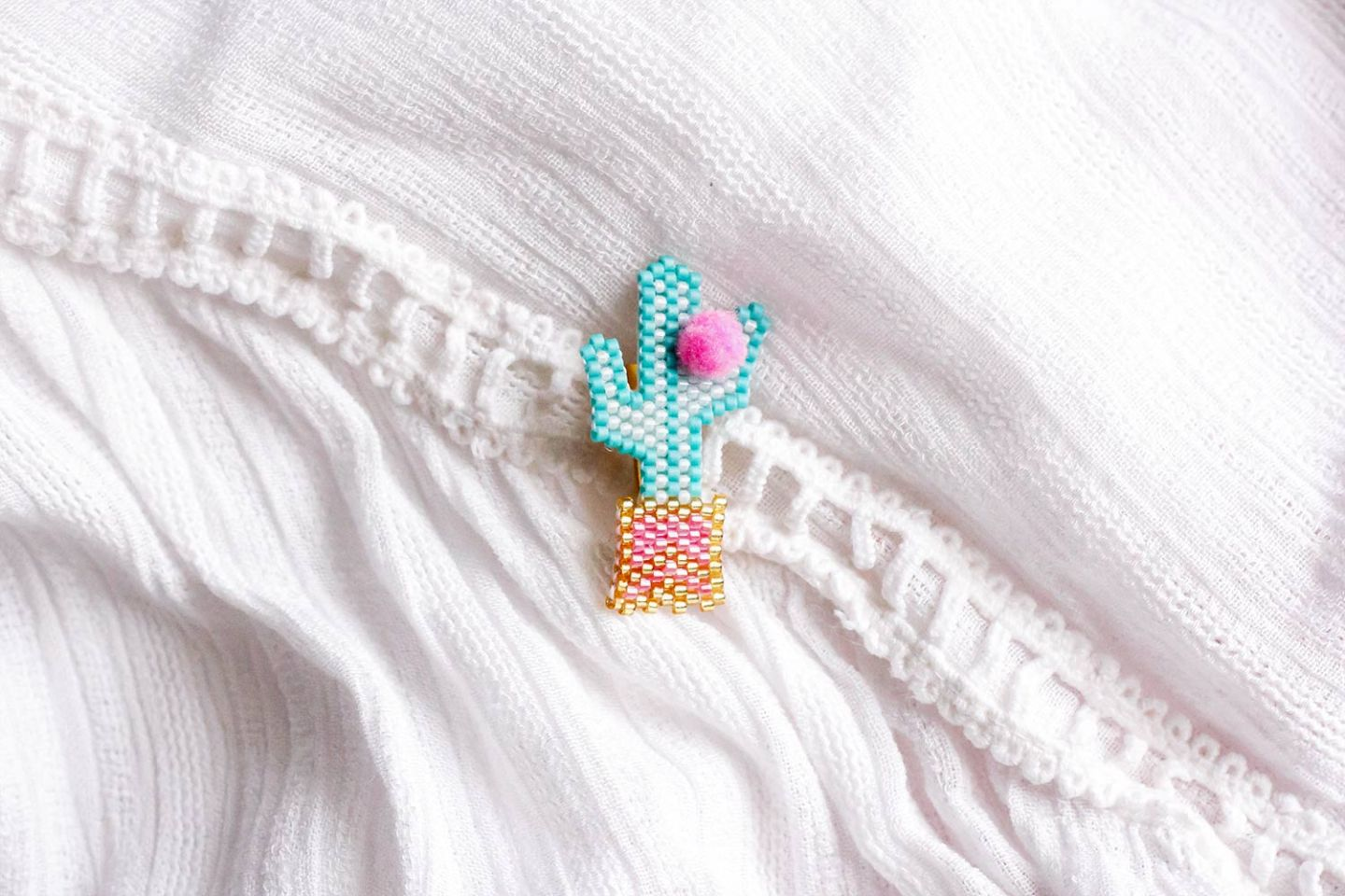 Broche cactus brick-stitch