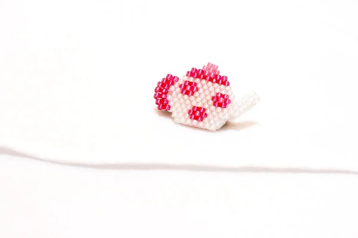 DIY broche théière en brick-stitch (+ diagramme Miyuki)
