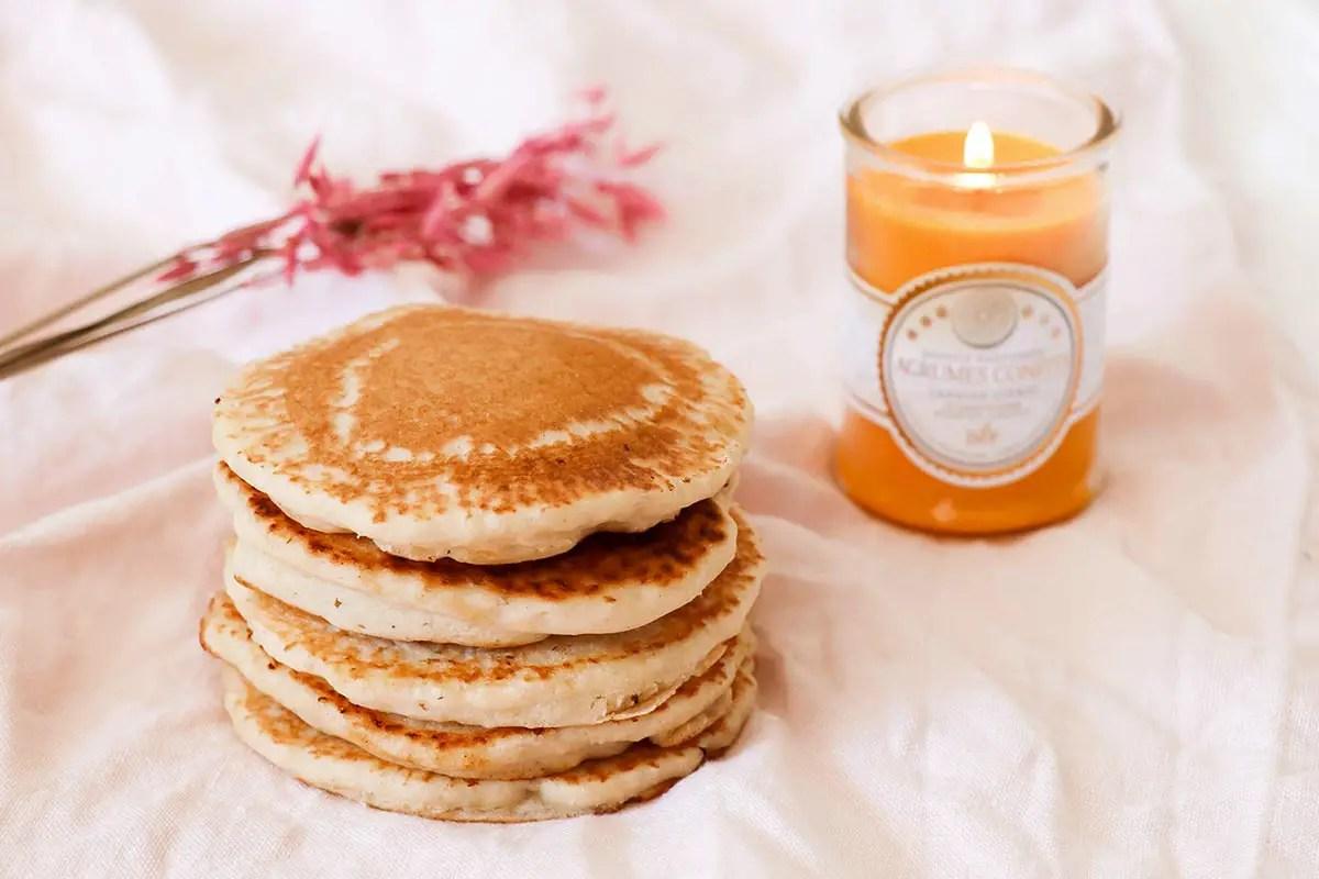 Des pancakes sans oeufs au sirop d'érable