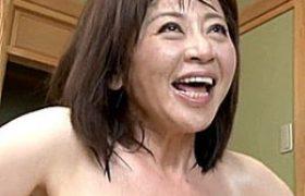垂れ乳の老年中年女性が大学生と全身汗だくで膣内射精痙攣アクメw寺島千鶴