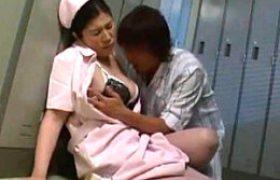 長身大柄な熟れた女介護女が大絶叫ガクガク激痙攣マジイキ連発!夜勤中に患者に抱かれフラストレーションが大勃発w