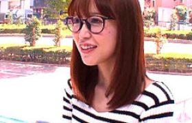 歯科助手のメガネ美しいがマジックミラー号で騙されヒップマッサージエッチでビクビク痙攣w篠田ゆう
