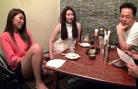 相席居酒屋でオヤジにナンパされた働くお姉さん2人が宅飲みエッチで中田氏痙攣w杏堂怜・白石りん
