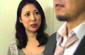 テレビ電話で働く夫を見ながらアソコに発射で寝取られる他人妻。仁科りえ