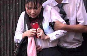 大雨の中女子校生がオヤジに陵辱され潮吹きガクガク痙攣イカされまくる。なつめ愛莉