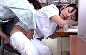 夜勤中に居眠りしていた無毛看護師が入院患者にいたずらされガクガク痙攣イカされまくる!なごみ
