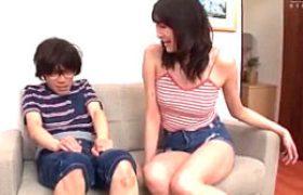 180cm長身お姉ちゃんが弟の同級生の未経験男ペニスを使い逆正常位で膣内射精エッチw名森さえ