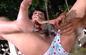 デカパイ女子大生が彼氏の前で大量失禁。ナイトプールで陵辱され大量潮吹き。浜崎真緒