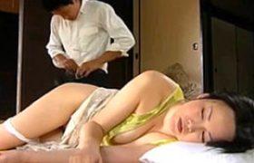 絶倫浮浪者と不倫するドスケベ熟れた女がテントの中でビクビク痙攣イキ。浅井舞香