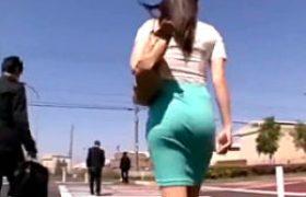 挑発的なムチムチタイトスカートお姉さんが路線バスの中で激しい腰振りでガクガク痙攣イキ!春原未来