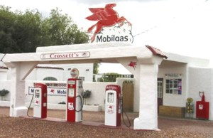 Mobil Station - Right Out Of Old Route 66 - MOS89