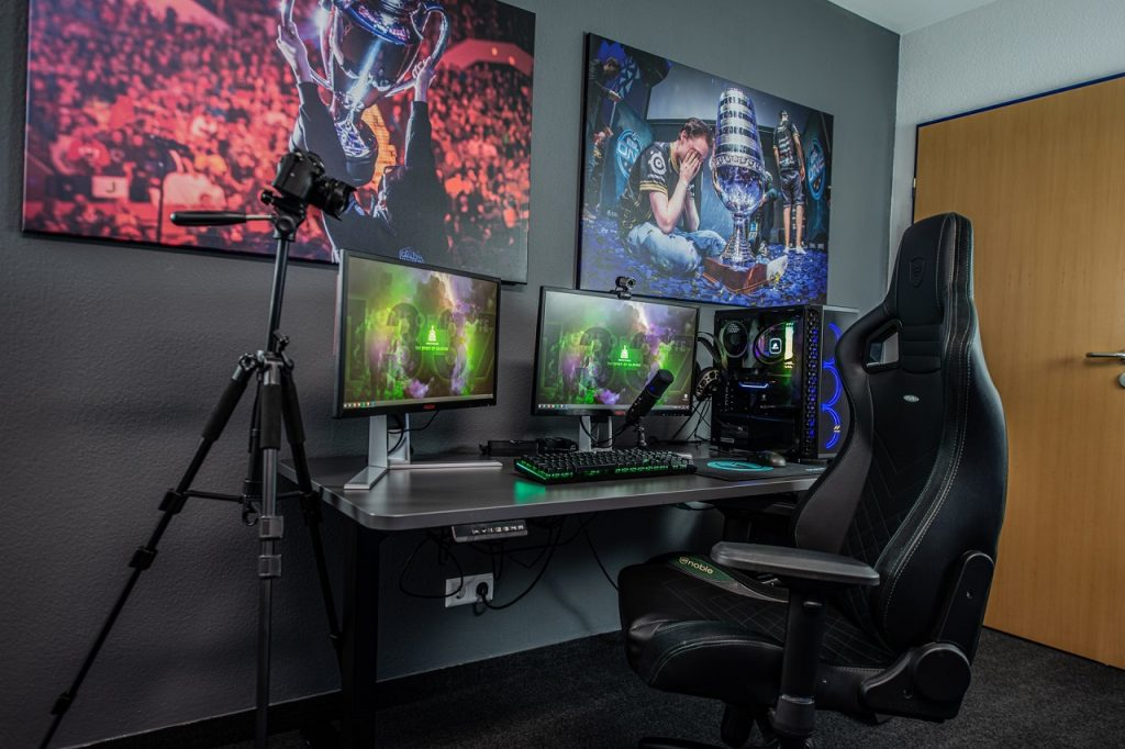 small gaming bedroom setup featured image
