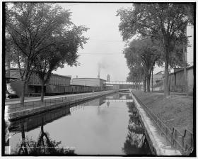 Canal under-utilized in Manchester.