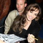 Angelina Jolie è mancina