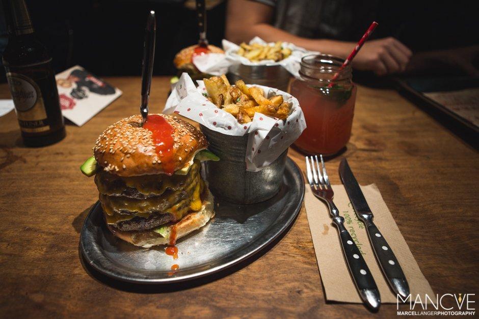 What's Beef Killer Combo Burger Menü Düsseldorf Eistee Rindfleisch Patty Cheddar Avocado Pommes