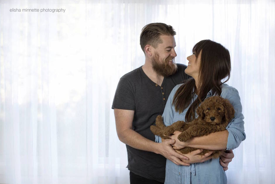 newborn-shooting-puppy-humphry-arm