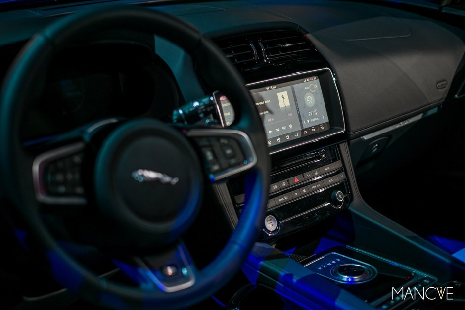 jaguar-fpace-interieur-cockpit