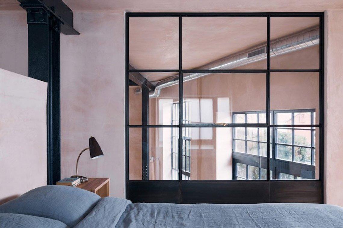 sadie snelson warehouse bedroom bett lampe scheibe industrial