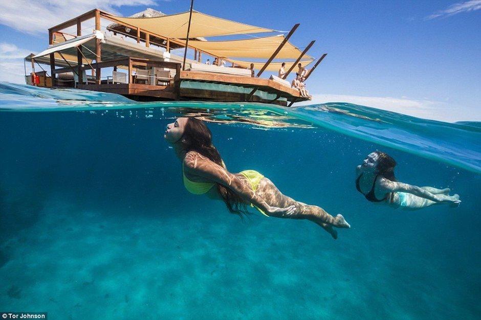 Cloud 9 Fiji Südpazifik Restaurant Frauen Bikini Tauchen