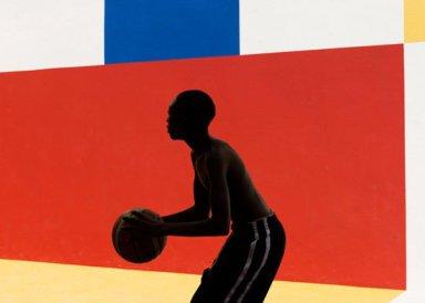 Silhouette Basketball Spieler rot gelb blau weiß