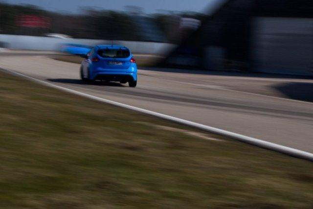 Ford Focus RS Drift Rennstrecke Baden Baden LuK Driving Center Anbremsen Heckspoiler