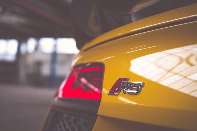 Audi R8 Emblem Vegasgelb Bremsleuchte Spoiler Carbon