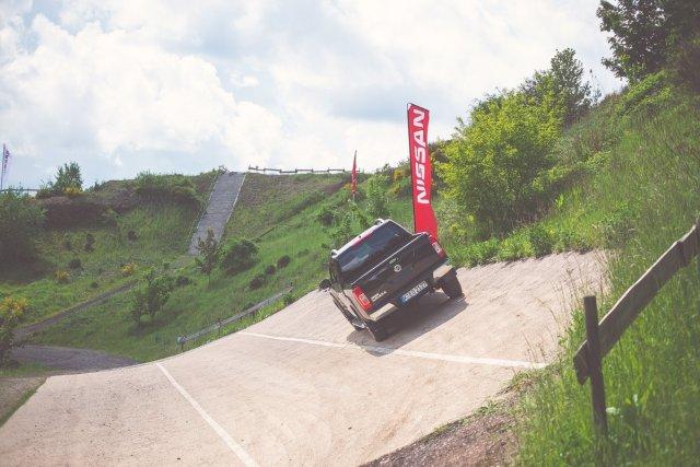Nissan-NP300-Navara-Steilwand