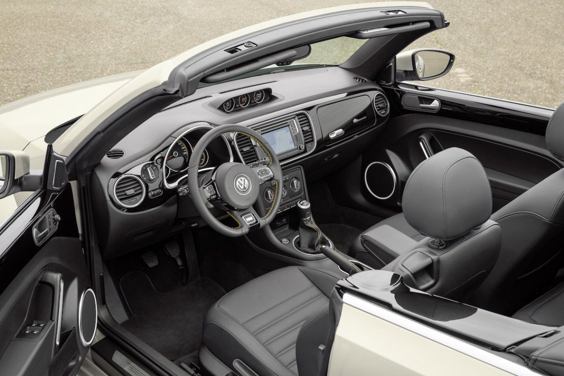 VW Beetle Dune Cabriolet Interieur Cockpit Interior Innenraum Leder Candy