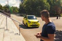 smart brabus fortwo cabrio 453 atomic yellow stefan scheinwerfer led front kühlergrill mann tshirt treppe maritim düsseldorf flughafen