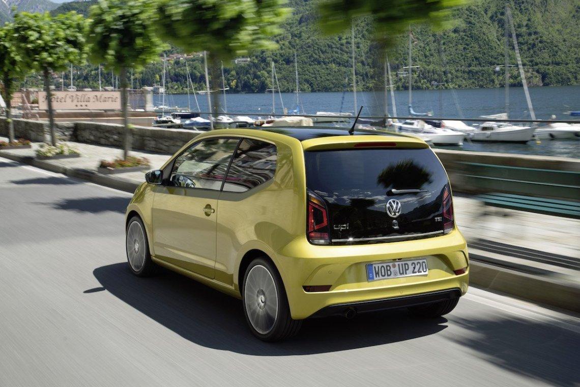 volkswagen-up-2016-honey-yellow-heck