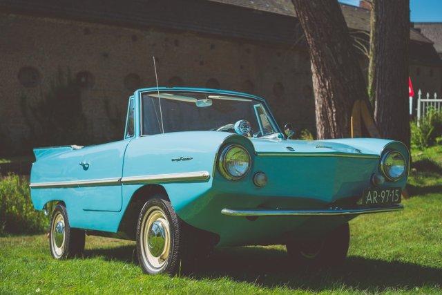 Volkswagen Amphicar Classic Days 2016 blau grün Wassergraben Burg Schloss Dyck