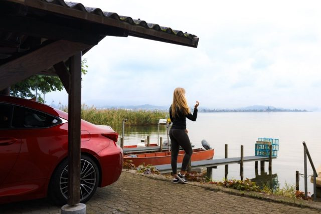 Lexus RC F Advantage Zürich See Rot Fischerboot Steg Diana MANCVE Landscape Ausblick Schweiz