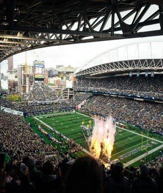 NFL Seattle Seahawks Atlanta Falcons Centurylink Field Firework Feuerwerk Stadion Stadium Gameday Anpfiff Showeinlage Einlauf US-Hymne