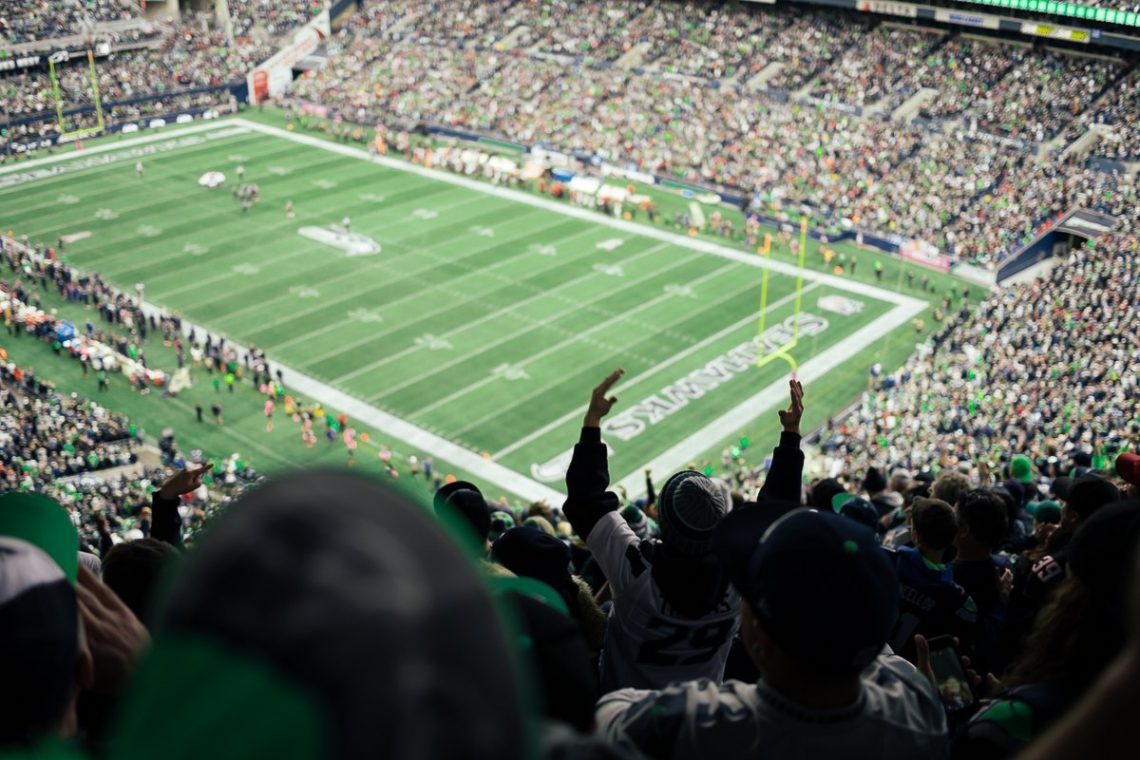 Seahawks Stadium Plätze Upset Fan Centurylink Field grün Hände in die Luft Emotionen Footballfeld