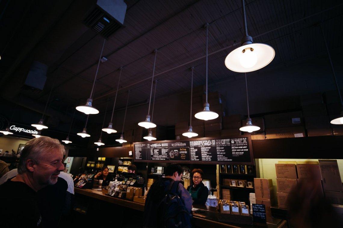 Starbucks Pike Place Original Store Lampen Interior Menschen Coffeehouse Seattle