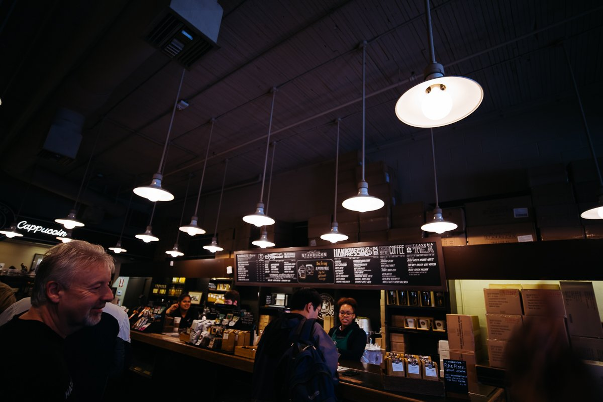 Starbucks Pike Place Original Store Lampen Interior Menschen Coffeehouse Seattle