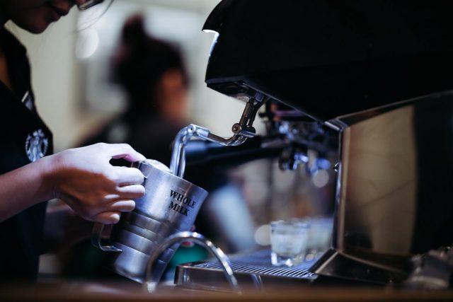 Barista Whole Milk Espresso Glas Hand Milch aufschäumen Kaffeemaschine Starbucks