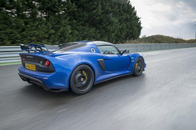 Rolling shot Rennstrecke Leitplanke blau Lotus Exige Sport 380 Auto