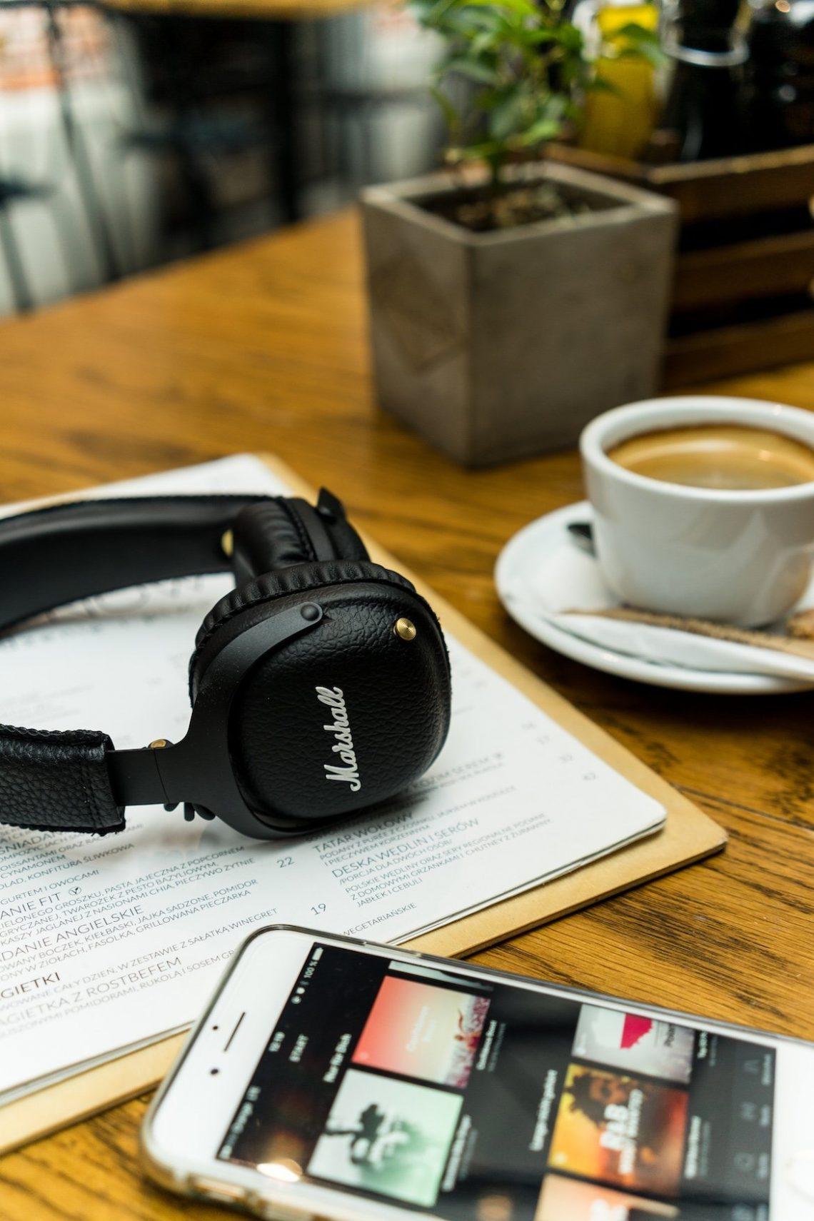 Marshall Headphones iPhone 7 Spotify App Cappuccino Pflanze