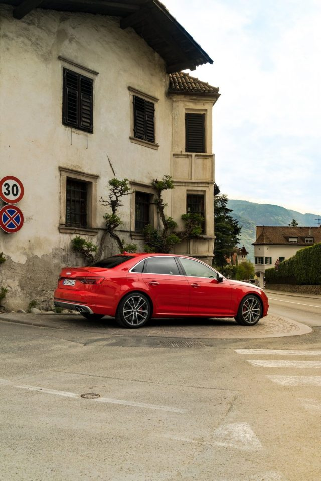 Alpiana Resort Wellness Hotel Lana Merna Südtirol Audi S4 Limousine Misanorot Italien Stadt