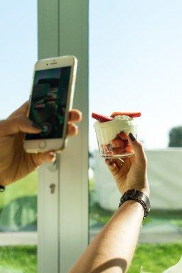 i-SUITE Hotel Rimini 5 Sterne Designhotel Adria Promenade Meerblick Erdbeer low-fat Joghurt Mousse Yoghurt Healthy instagram Snapshot Armbanduhr Meller Watch Garten iPhone 7