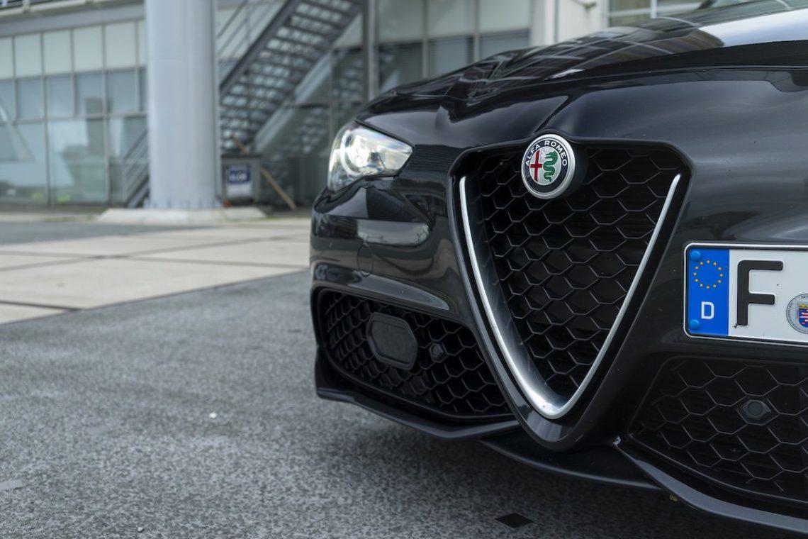 Alfa Romeo Giulia Veloce Schwarz Front Kühlergrill Stoßfänger Splitter Lufteinlass Emblem Scheinwerfer