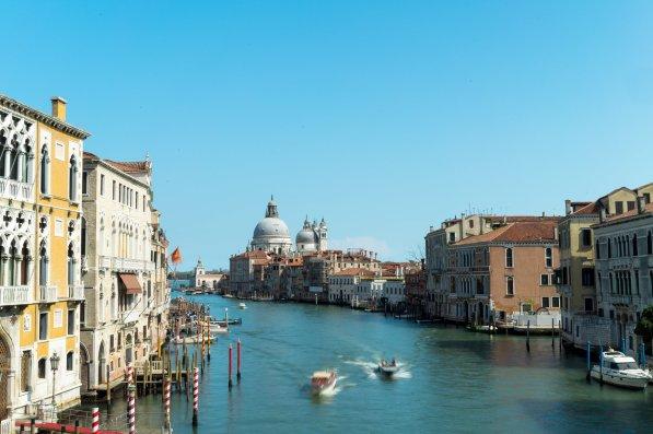 Venedig Venezia Venice Italien Romantik Romance Romantisch Urlaub Lifestyle Canale Grande Laguna Basilica Santa Maria blauer Himmel Boote Bewegung