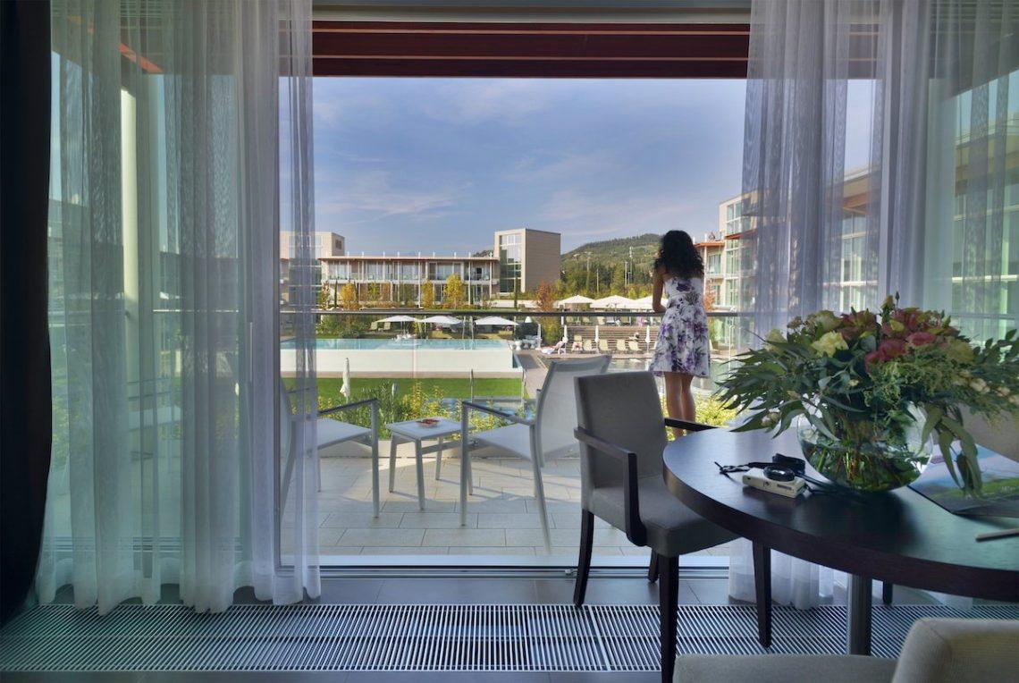 Aqualux Spa Wellness Hotel Bardolino Garden Suite Balkon Aussicht Garten Hotelzimmer