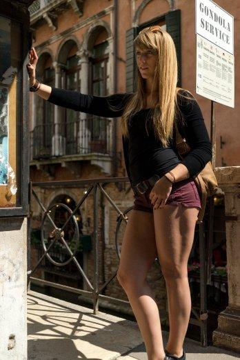 Venedig Venezia Venice Italien Romantik Romance Romantisch Urlaub Lifestyle Gondola Service Diana Quads Beine Blond Haare Gesicht Augen Sexy