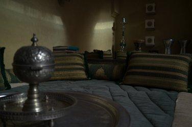 Riad AnaYela Marrakesch Marrakech Boutique Hotel Medina Lounge Hookah Shisha Kissen Bücher